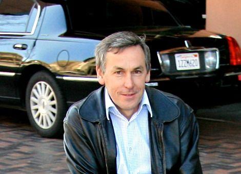 Dit is Ian Wright, mede-oprichter van Tesla. Hij vertrok na een jaar al bij het bedrijf dat elektrische auto's maakt. Nu richt hij zich op het maken van elektrische vuilniswagens, want dat is volgens hem een betere investering. http://www.z24.nl/ondernemen/waarom-deze-mede-oprichter-van-tesla-zich-nu-op-vuilniswagens-stort-500227