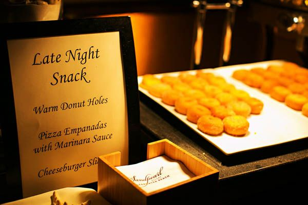 Midnight snack bar for the reception