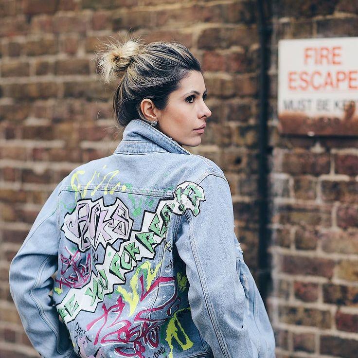 Jaqueta pichada vem com tudo no inverno! Em Londres está em todas as vitrines! Podem apostar! Eu já amo e vocês? #streetstyle @viegasjoao #fhitslondon #lfw @fhits
