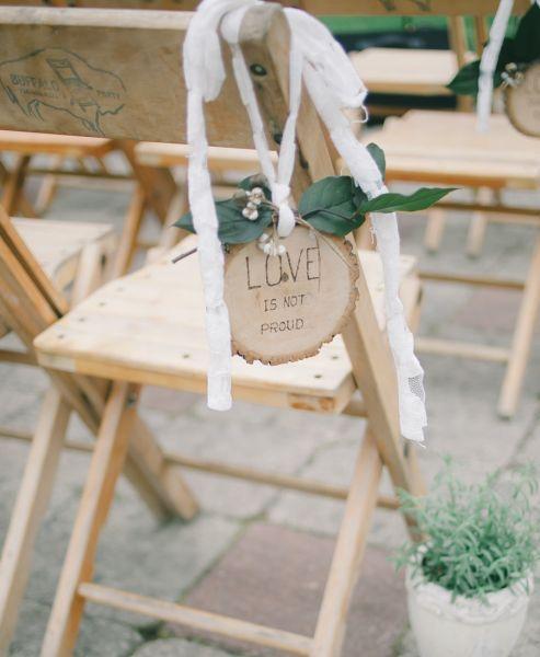 Elegant, schick und verspielt, es müssen nicht immer Stuhlhussen als Deko-Element bei Ihrer Hochzeit sein! Image: 2