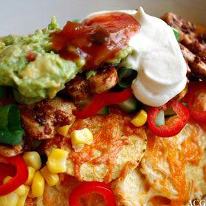 Nachos med kylling er smakfull og rask mat som kan spises både til hverdags og i helgene. Har du god tid kan du lage guacamole og egen salsa i tillegg.