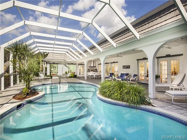 Best 25 screened pool ideas on pinterest tropical pool for Screened in porch lanai