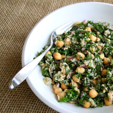Lemony Garbanzo Kale Salad with Tuna -- no cook, main-dish salad. Recipe: http://www.shockinglydelicious.com/lemony-garbanzo-kale-salad-with-tuna-for-sundaysupper/