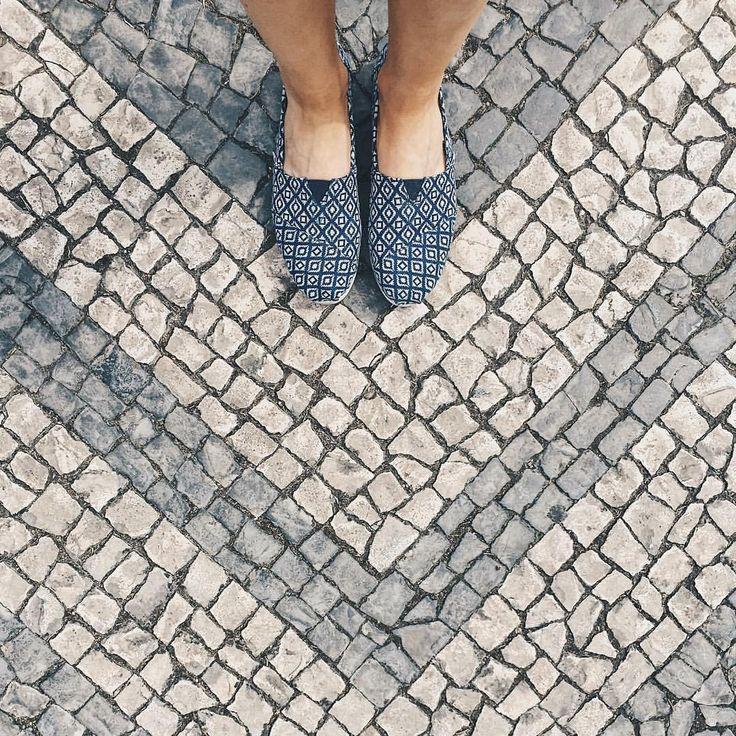 Down. ⬇️ #goodbyelisbon #goodbye #thatwasagoodtravel #fromwhereistand #vsco #vscocam #tourism #instatravel #travel #trip #lisboa #lisbon…
