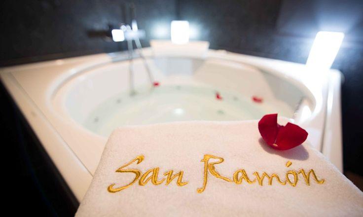 Jacuzzi parejas Suite San Ramón. http://www.hotelsanramonsomontano.com/promociones/escapada-romantica-spa-huesca.html