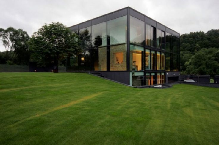 If you thought that the glass house is elegant with industrial concept that is located in a remote area, and the type of cast house isolated during the Middle Ages was a bad choice for the modern h…