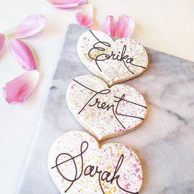 EDIBLE WEDDING PLACE CARDS Every guests name individually decorated onto a custom cookie designed with your style and colours. #sweetimpressionsbakery #winnipegbakery #weddings