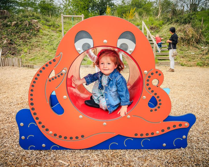 The oceanic Octopus Crawl Tunnel will spark amazing underwater adventures for young children. Whether they're swimming along the sea bed or uncurling their tentacles, there'll be deep sea fun galore with this vibrant playground play tunnel.