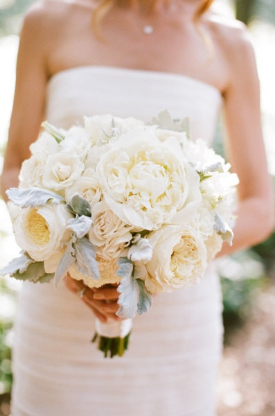 gorgeous flowers. i love decorating in all white for a wedding