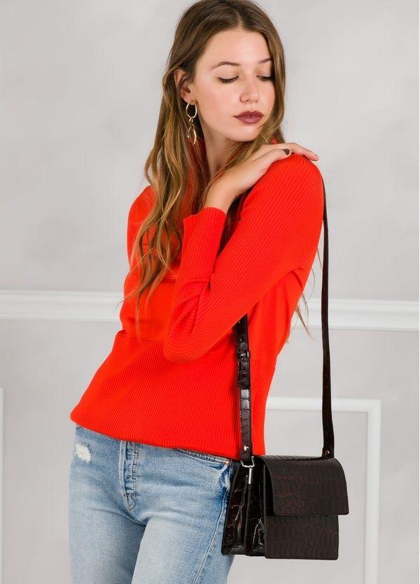 Jersey de cuello con cremallera color rojo con canalé en mangas y cintura.