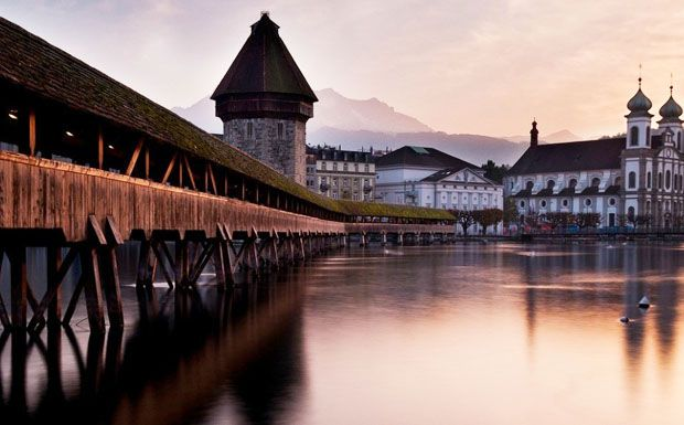 Ez a csodaszép középkori, fedett fahíd Luzern jelképe
