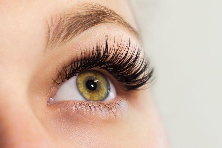 Volle und lange Wimpern, die natürlich aussehen! Das ist das Ergebnis einer gelungenen Wimpernverlängerung! Wimpernextensions hierfür findet man auf www.wimpernwuensche.de