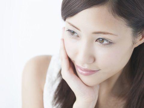 肌の衰えや年齢によってたるんでくるあごと顔まわり。ちょっとした日常のケアでしっかりケアができるんです。