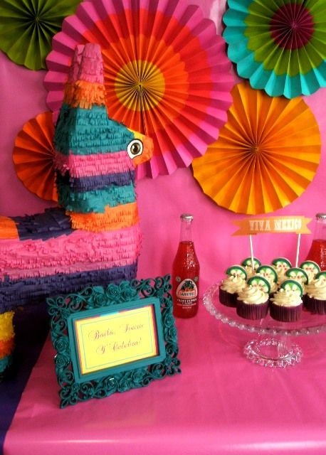 Colorful fiesta decorations for Cinco de Mayo!  #PartyIdeas #CincoDeMayo #Desserts
