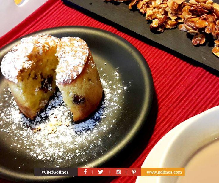 #colazionealetto: tortino di #mele, pere e croccante di mandorle e caffelatte. Andrea Golino, Personal Chef. #domenica #colazione #cake #breakfast #chefgolinos