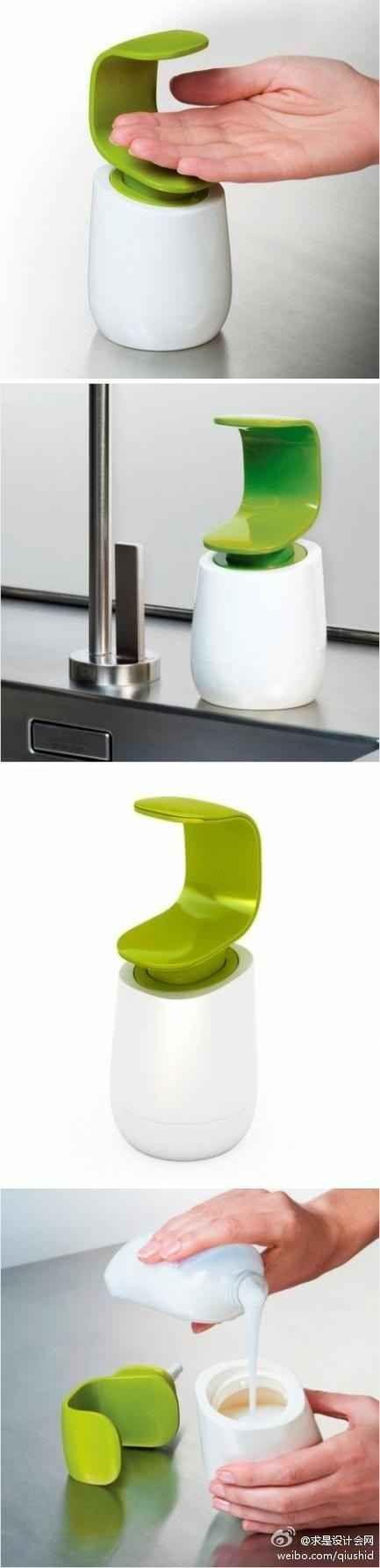 Este dispensador de jabón mantiene todos los gérmenes de sus dedos sucios fuera del dosificador.