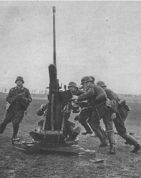 Preparing a 20-mm German anti-aircraft gun FlaK 30 to open fire wehrmachtpage