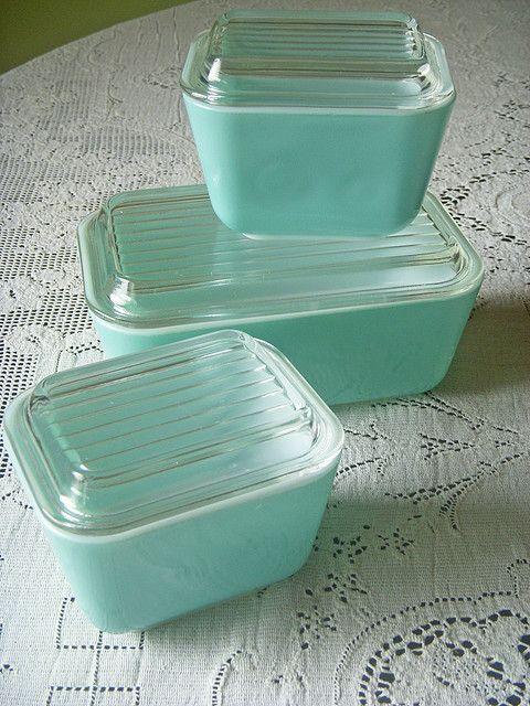 Aqua Pyrex refrigerator dishes...