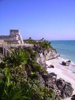 Playa de Tulum #rivieramaya #mexico http://www.pacoyverotravels.com/2010/09/huracan-incluido-en-rivera-maya-octubre.html