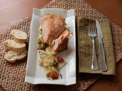 Primera receta de pescado, un plato que en mi casa nos encanta: salmón sobre cama de verduras. Un plato ligero pero muy sabroso que hará la...