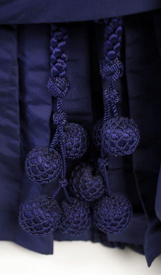 Dark blue dress, French, 1886. Detail.