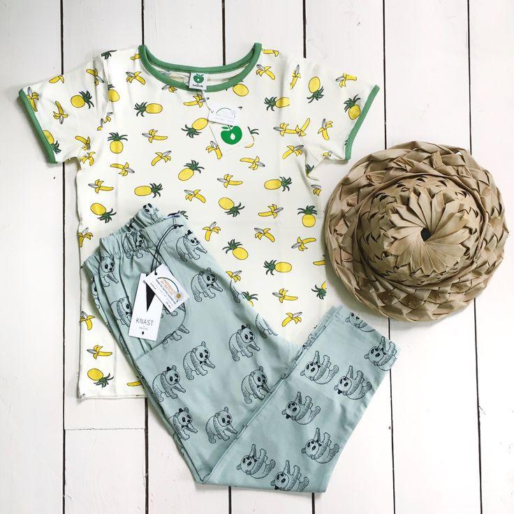 Geweldig dit vrolijke zomer outfit voor jongens (of meisjes!) T-shirt van Småfolk en stoere Panda broek van Knast by Krutter, uiteraard ook in de zomer sale nu bij Little Fine Feather!