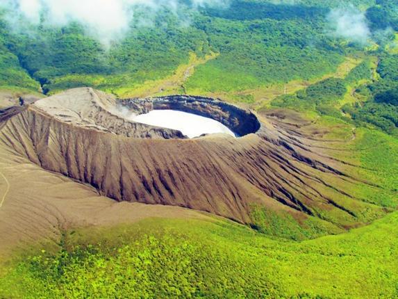Authorities restrict access to Costa Rica's Rincón de la Vieja volcano due to increased activity