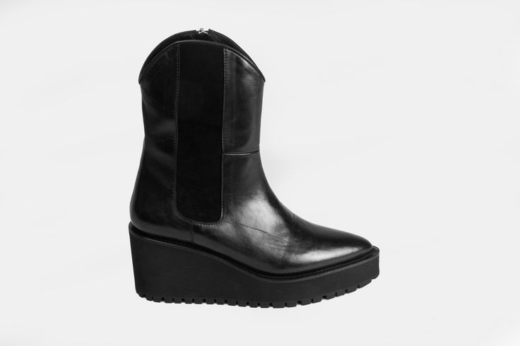 The product DURANGO BOOT NAPPA BLK PRE-ORDER is sold by Reschia Shoes in our Tictail store.  Tictail lets you create a beautiful online store for free - tictail.com