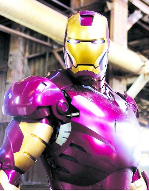 Asalta un banco con juguete sexual y máscara de Iron Man....