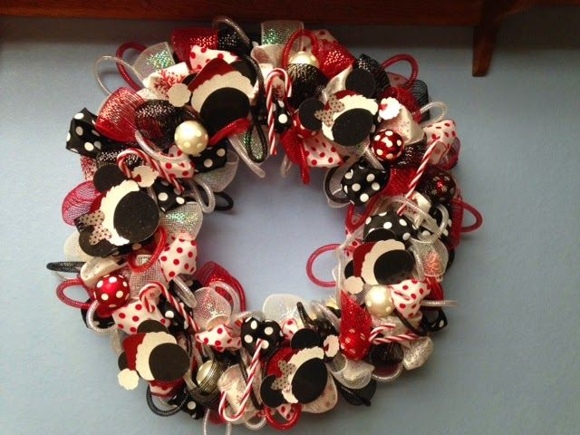 cricut craftin grammy: Mickey and MInnie Wreath with directions for mesh wreaths