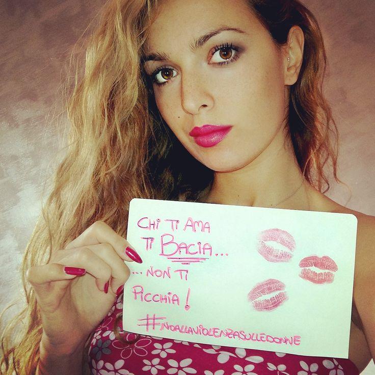 #NOALLAVIOLENZASULLEDONNE #noviolence #peace #love #wwoman #karotina #blogger #youtuber #me #life #kiss #fuxia #donne le donne si baciano, non si piacciano!