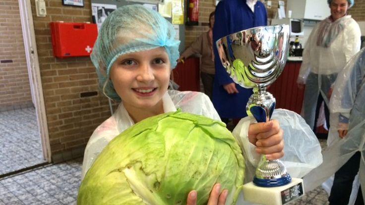 Schoolkinderen kweken eigen kool: ''Ik vind zuurkool eigenlijk alleen lekker met worst''