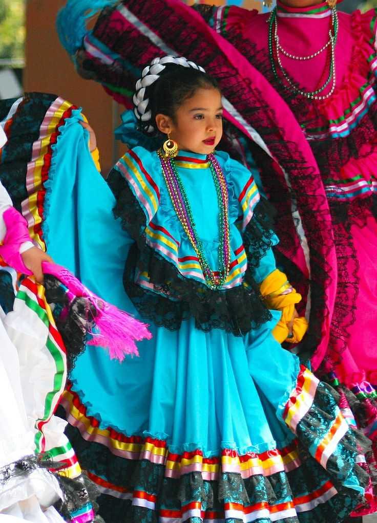 Traditional Cinco De Mayo Costumes   Holiday Pictures ...