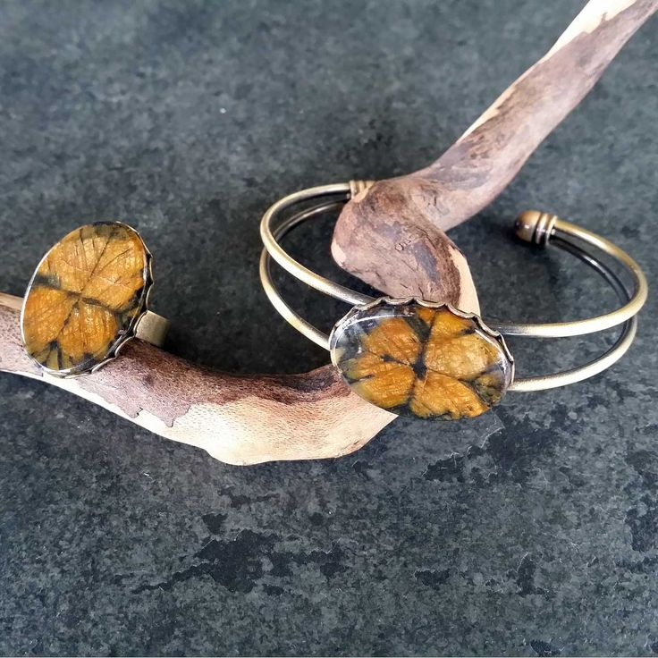Bracelet and ring with stones of Asturian quiastolita. from www.artesaniadeasturias.es