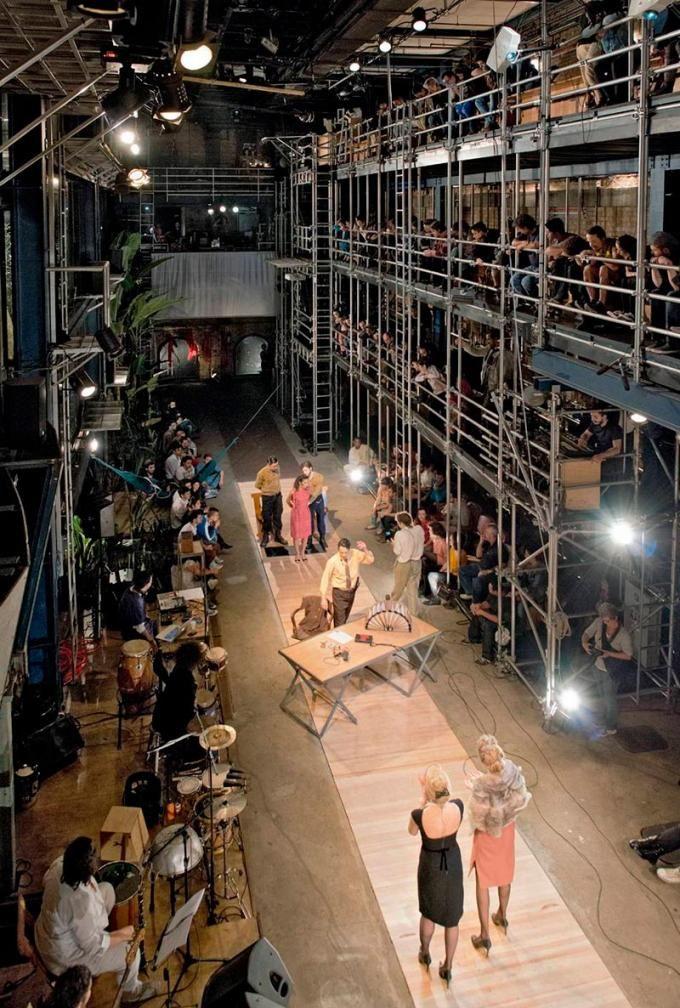 Teatro Oficina São Paulo. Escenario desde el auditorio, 1984-1989. Fotografía ©…