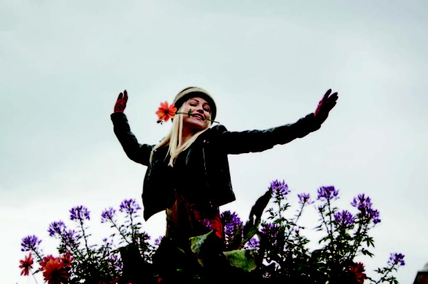 Chisu n' flowers, smells like freedom!