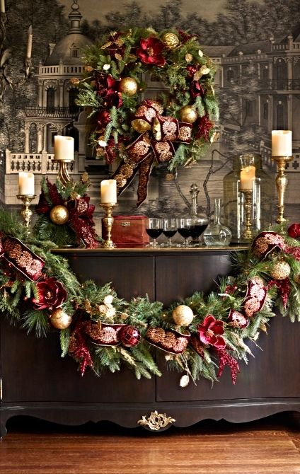 Lavishly adorned in traditional burgundy and gold, our exclusive Imperial Venezia Greenery overflows with refined cheer.