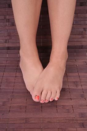 Remove dead skin from feet: add 1/2cup epsom salt to a basin of warm water and soak for 2minutes. Use a pumice stone and then apply petroleum jelly, veg. oil or olive oil. Put on thick cotton socks and leave on for at least 1hour. Repeat for up to 1 week.