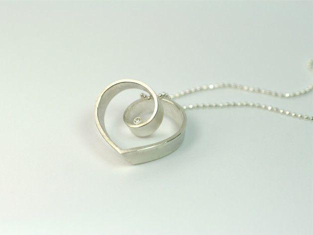 Geschenk für die Freundin: Silberkette mit Herz-Anhänger mit Brillant / silver necklace with heart pendant made by FangFrisch Schmuckdesign via DaWanda.com