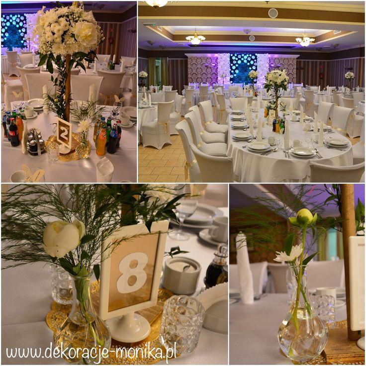 ściany kwiatowe, ściany bukszpanowe, złote świeczniki, złote kandelabry, numerki na stół, dekoracja stołów gości