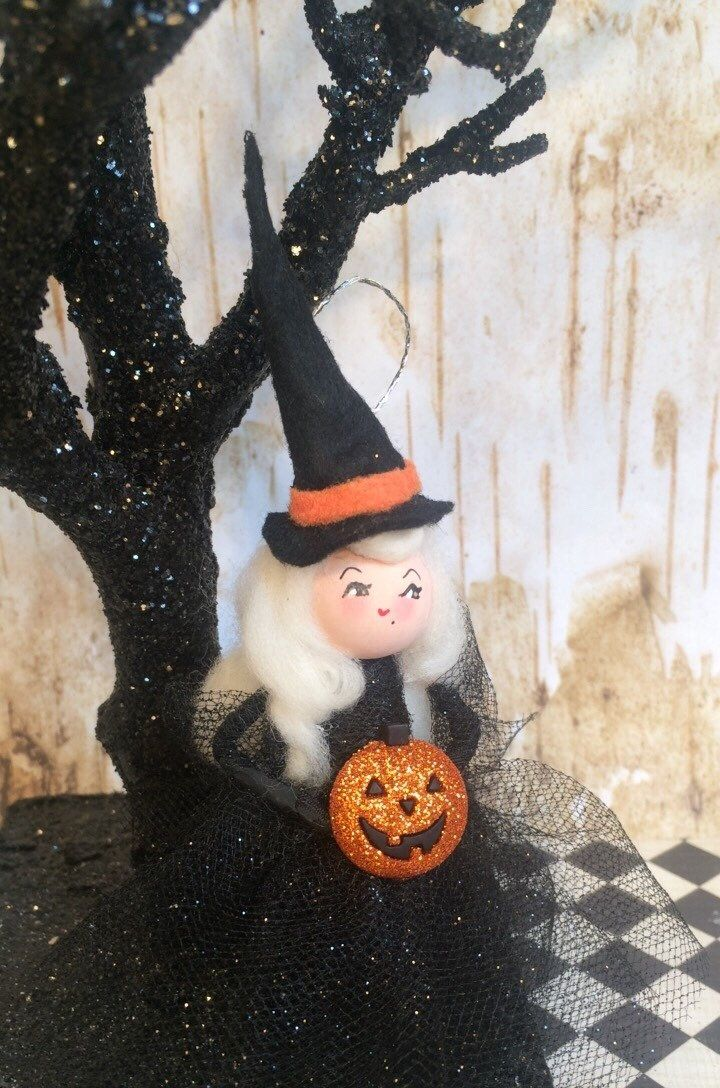 Artisan Dolls House Polymer Clay Witch/ Hag  Ooak Figure 1:12th in glass display Puppenstuben & -häuser