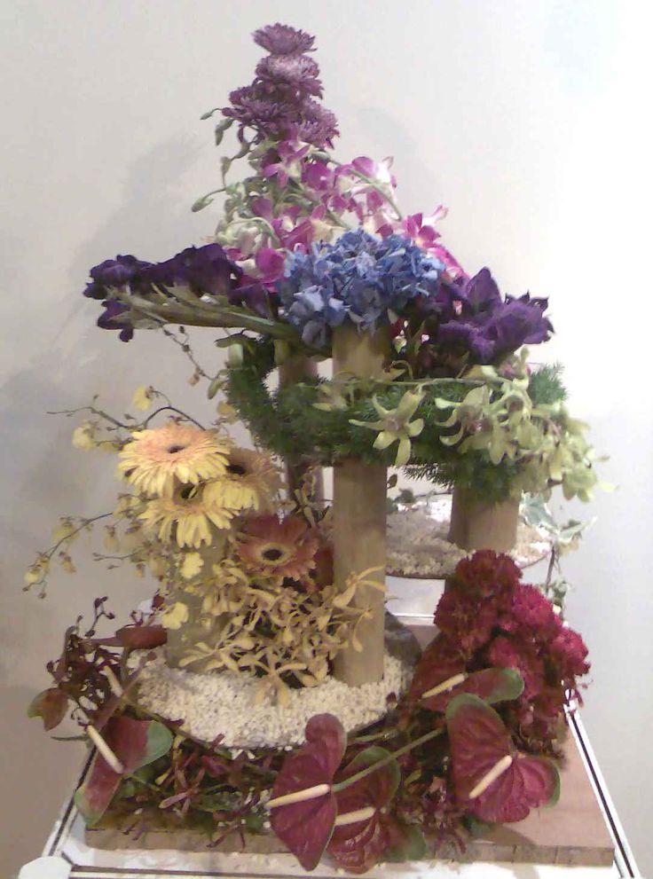 unique+flowers | This unique flower arrangement comprises of flowers arranged in groups ...