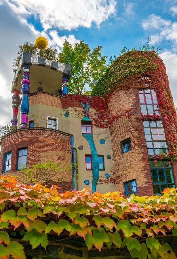 Hundertwasserhaus Bad Soden near Frankfurt, Germany • architect: Friedensreich Hundertwasser • photo: Wolfgang Maennel on Wikipedia