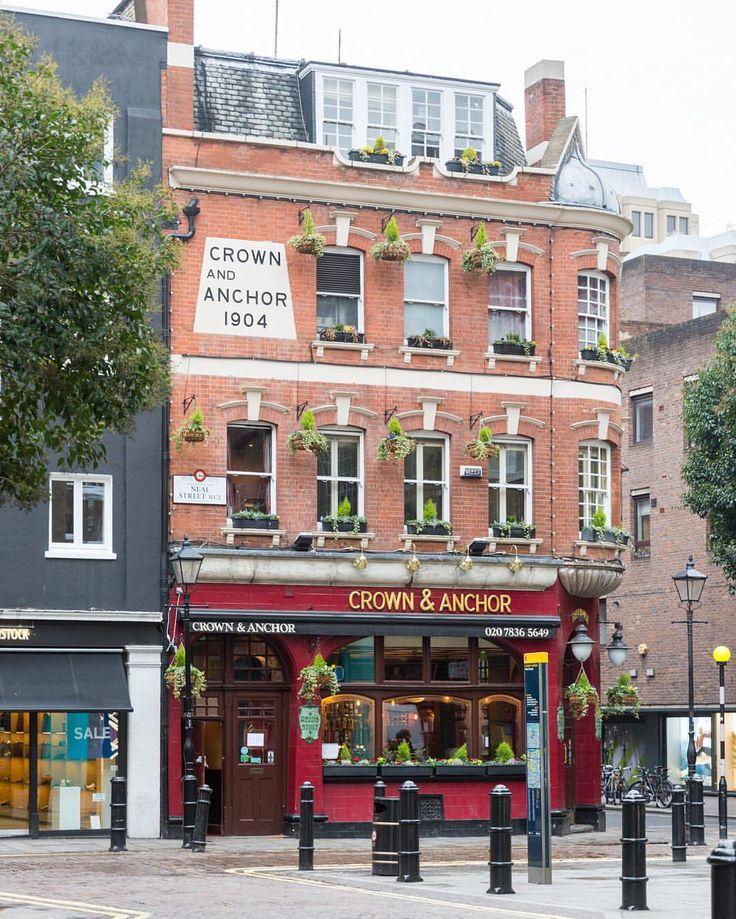 Cozy pub in Covent Garden, London