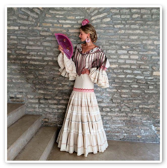 María León con vestido Pepa Garrido en la Fería de Sevilla 2013