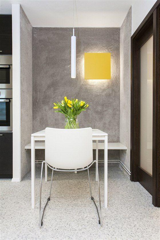 Fotogalerie: Zajímavostí je jing-jang kuchyně, která je rozdělena na bílou a tmavou wenge...