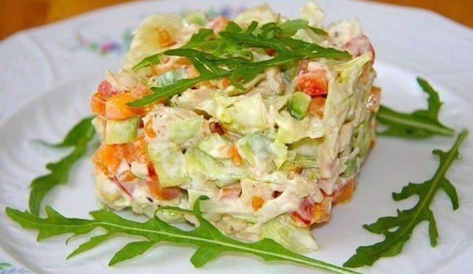 Очень вкусный салат с авокадо: рецепт