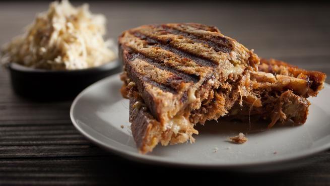 Sandwich au porc effiloché et rémoulade