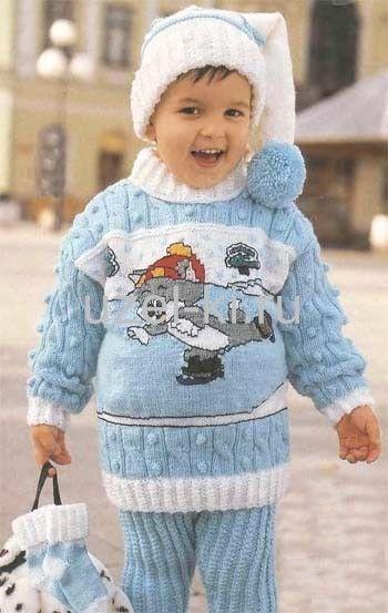вязаный свитер из голубой пряжи для мальчика 3-х лет
