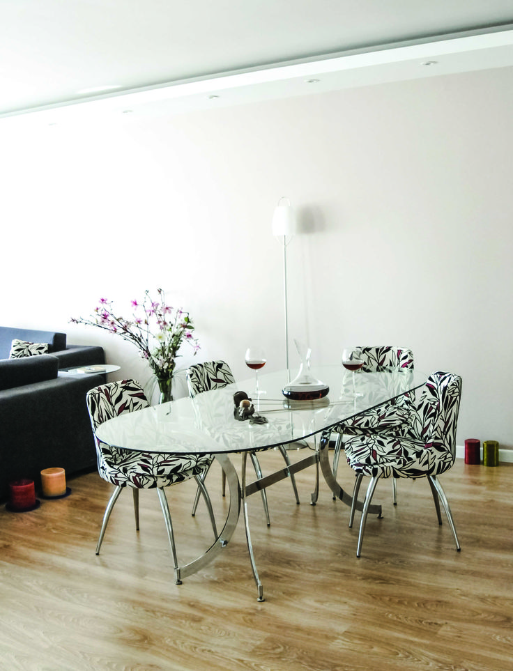 Modern glass table and chairs decorated with the flowers
